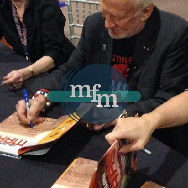 buzz-aldrin-welcome-to-mars-signing
