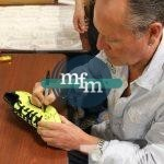 gazza-yellow-boot-signing