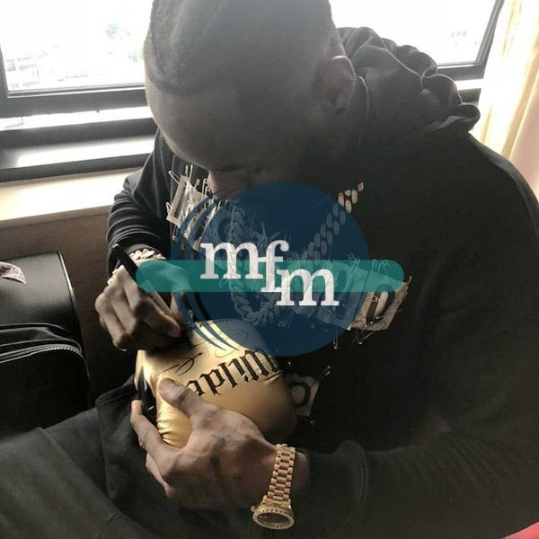 wilder-signing-boxing-glove
