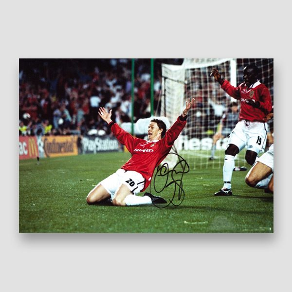 Solskjaer-signed-Manchester-United-goal-scoring-celebration-photo