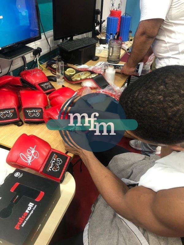 Anthony Joshua Hand Signed Red Rival Boxing Glove In Light-Up Quality Display Case
